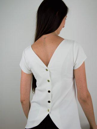 Elegancka bluzeczka w klasycznym kolorze smietankowym